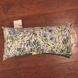 NWT THRESHOLD INDOOR/OUTDOOR FLORAL LUMBAR PILLOW